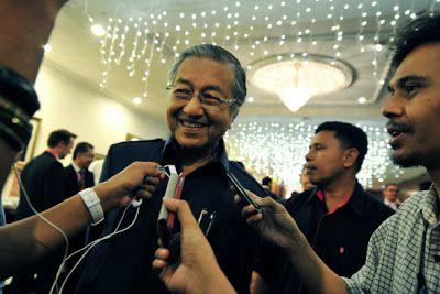Tun Dr Mahathir Mohamad lepas jawatan sebagai penasihat Petronas