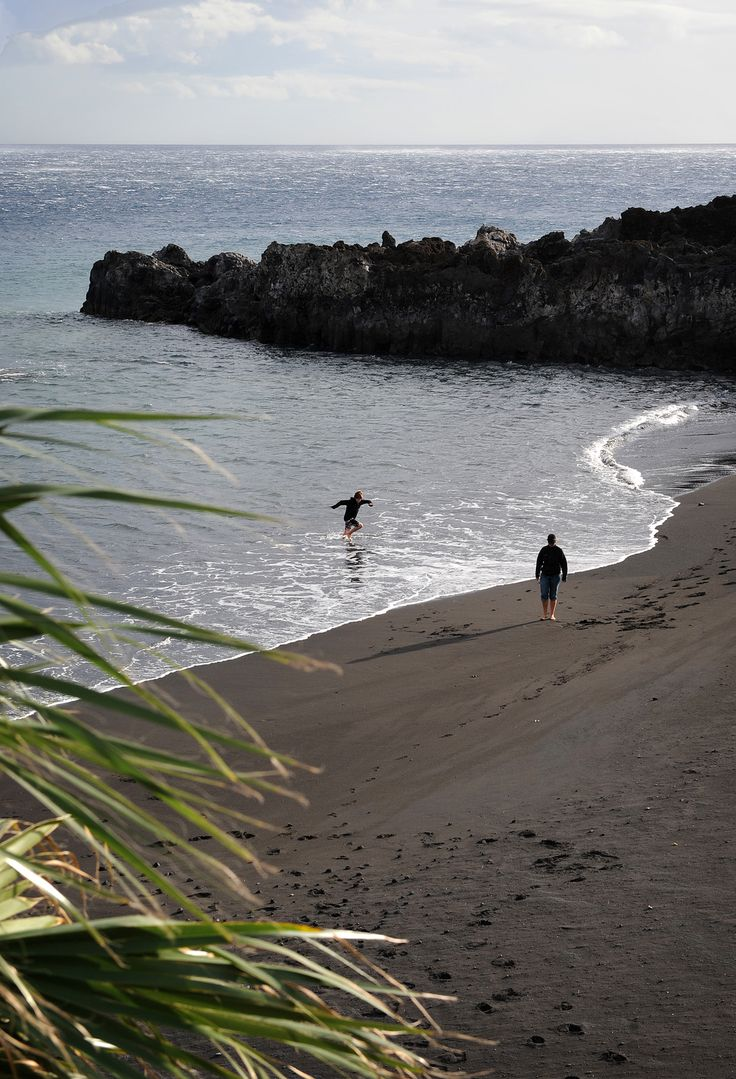 Tulivuoriperäisen La Palman saaren rannat ovat tyylikkään mustia.