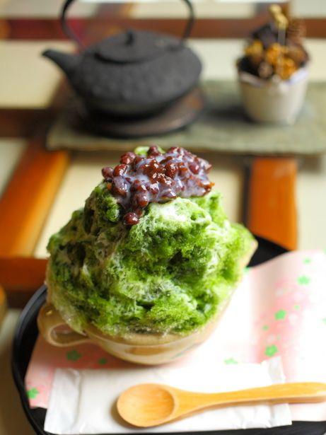 宇治金時 UJI-KINTOKI, one of Japanese trad. shaved ice dessert flavored with 宇治茶 UJI CHA (a trade name of the prized green tea cultivated in Uji region, Kyōto, Japan), topped with 金時 KINTOKI (a kind of 餡子 ANKO, a red kidney bean jam), and often with condensed milk. ★宇治は京都の宇治地方で栽培された一級品茶葉の商標です。