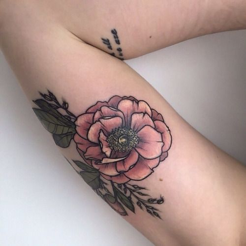 I normally don't like flower tattoos.. But I love this one so much! I would get this!