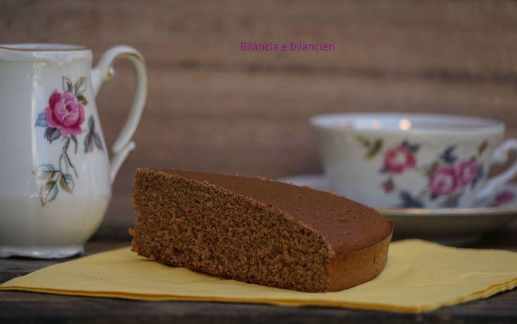 Torta proteica al cacao. Soddisfare la nostra voglia di dolce e allo stesso tempo pensare alla crescita muscolare è facile e possibile.