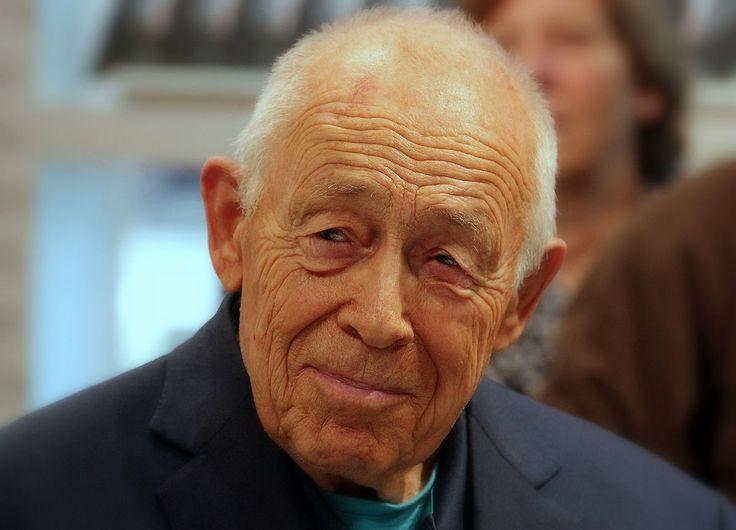 """Heiner Geißler – Heinrichjosef Georg """"Heiner"""" Geißler (* 3. März 1930 in Oberndorf am Neckar; † 12. September 2017 in Gleisweiler) war ein deutscher Politiker (CDU)."""