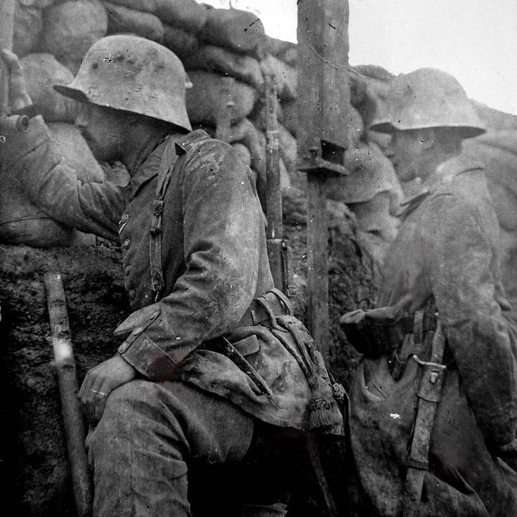 WW1: German soldiers use trench periscopes to glass the ...