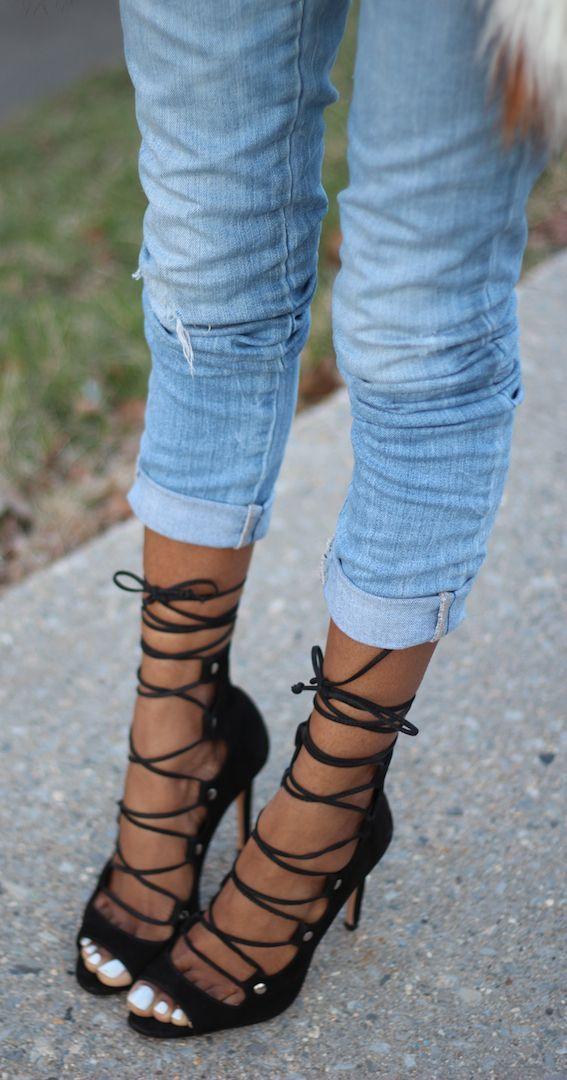 Strappy Heels Streetstyle ༺✿ƬⱤღ  https://www.pinterest.com/teretegui/✿༻