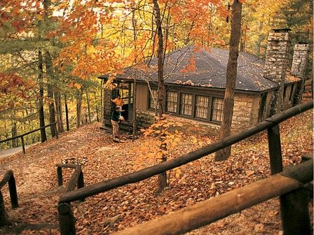 Natural Bridge Hemlock Lodge and Cottages -- If you love to hike and view the beauty of nature - You'll love staying here- Great prices Great food Hike Natural Bridge Park and Red River Gorge Area