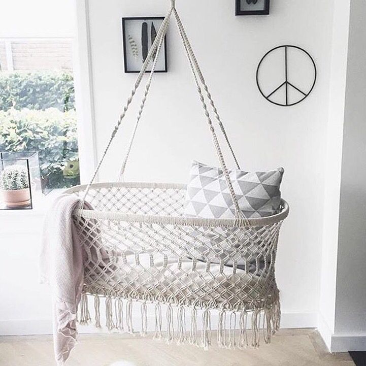 Hanging Bassinet! Lovely boho style for your baby. rustgevende hangwieg.