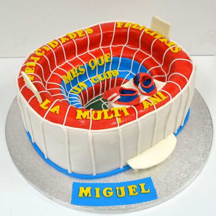Pentru pasionatii de fotbal si in special ai echipei FC Barcelona, am realizat un tort in forma cunoscutului stadion. Tu cu ce echipa tii si cum ai vrea sa arate tortul tau aniversar?