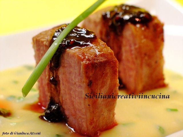 Vitello cotto a bassa temperatura con crema di patate e salsa ai lamponi