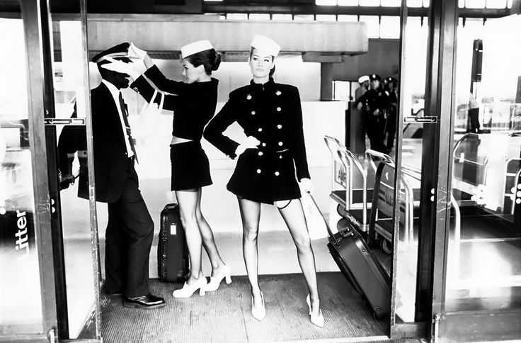 """Fashion Show: Карла Бруни и Меган Дуглас """"Fashion Airlines"""" Vogue US October 1994"""