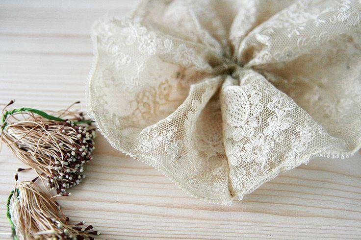 Idées pour faire de jolies fleurs avec des restes de dentelles anciennes