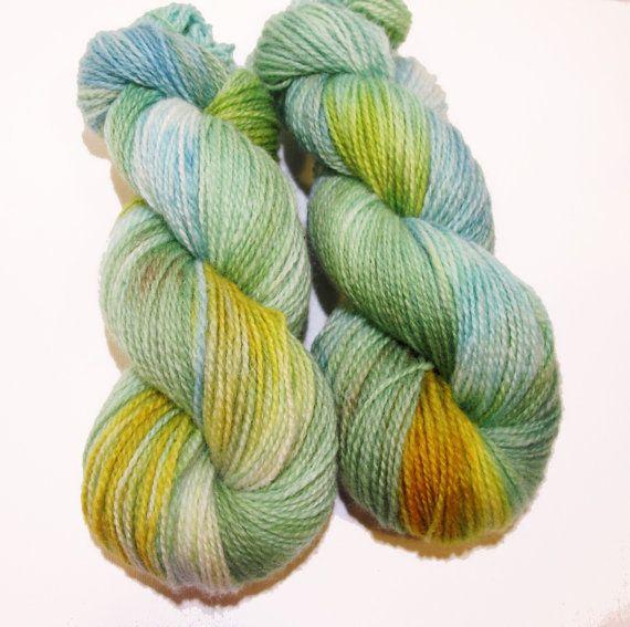 Hand dyed yarn: Kjærlighet på pinne in Rauma finull by Varbitt