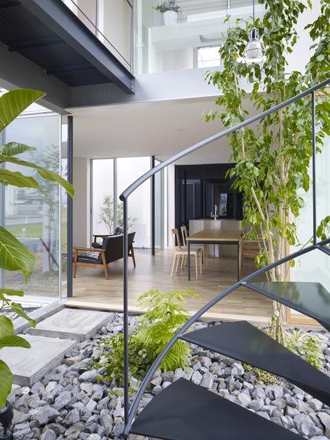 House in masaki by hayato komatsu architects gardens for Courtyard landscaping ottawa