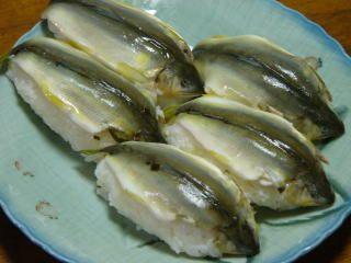 あゆ姿寿司 天然鮎の香りと味が生かせる一品
