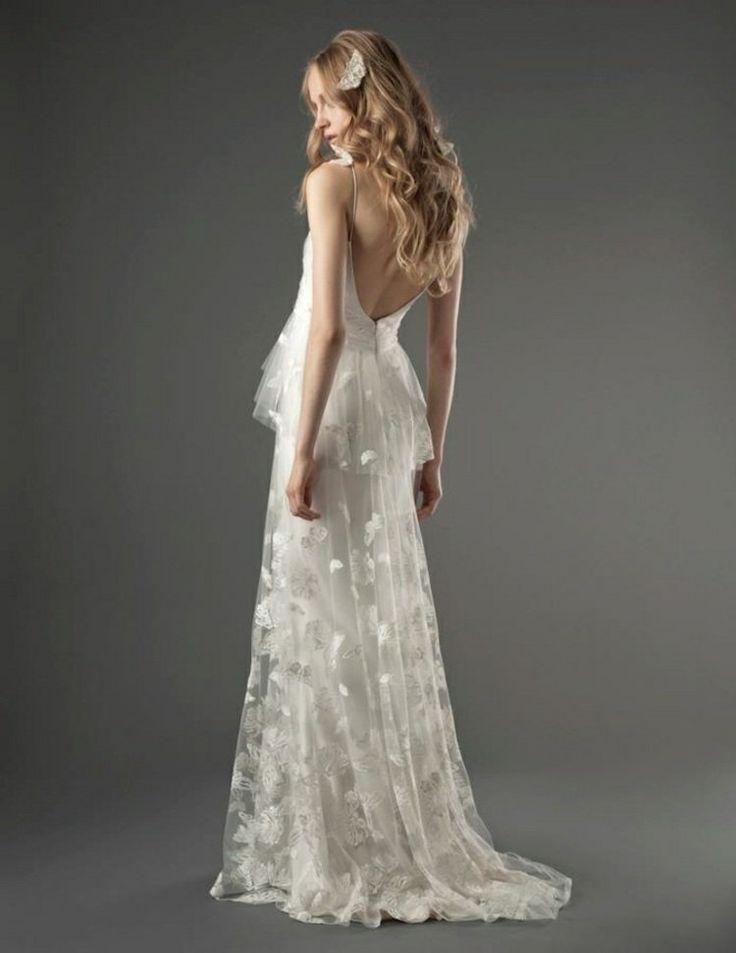 robe de mariée dos nu, en tulle fin décoré de broderie florale, bretelles spaghetti