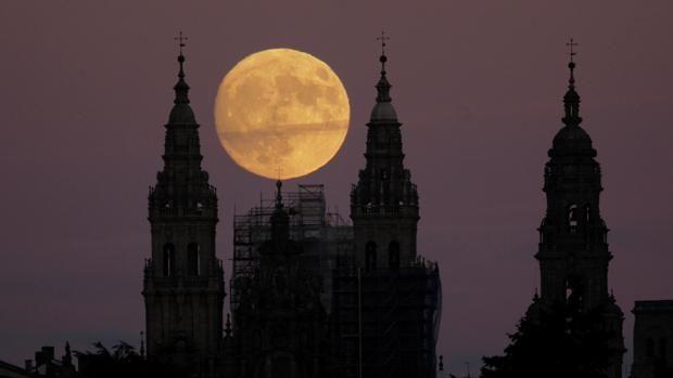 Superluna: ¿de verdad es para tanto? Posiblemente ya sepa que la Luna llena de este lunes, 14 de noviembre, será una superluna, la más grande y brillante de los últimos 70 años. Obser... http://sientemendoza.com/2016/11/14/superluna-de-verdad-es-para-tanto/