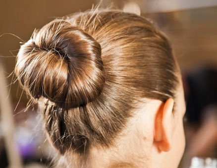 ballerina bun and 27 other hairstyles to try this summer