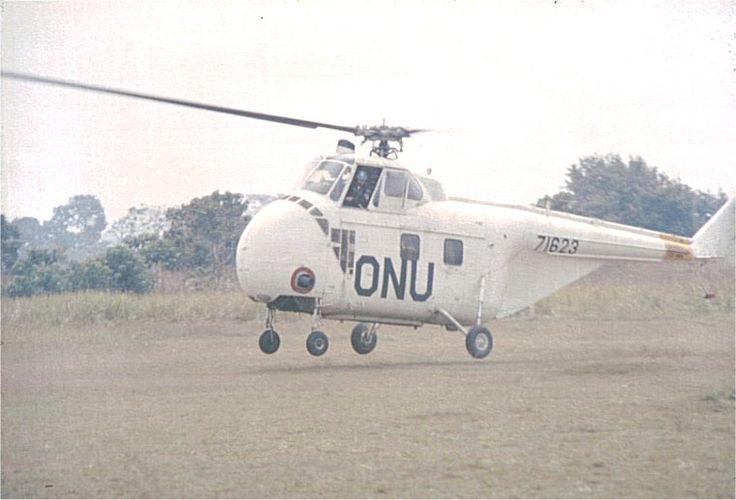 Även helikoptrar användes, mer då för korta transporter eller observationsuppdrag. Här en Sikorsky H-19D.