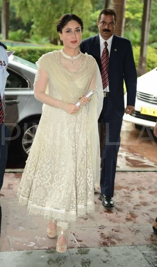 Kareena Kapoor in a stunning lace anarkali - Indian wedding fashion - Indian designer - modern Indian wedding - Indian bridal fashion #thecrimsonbride