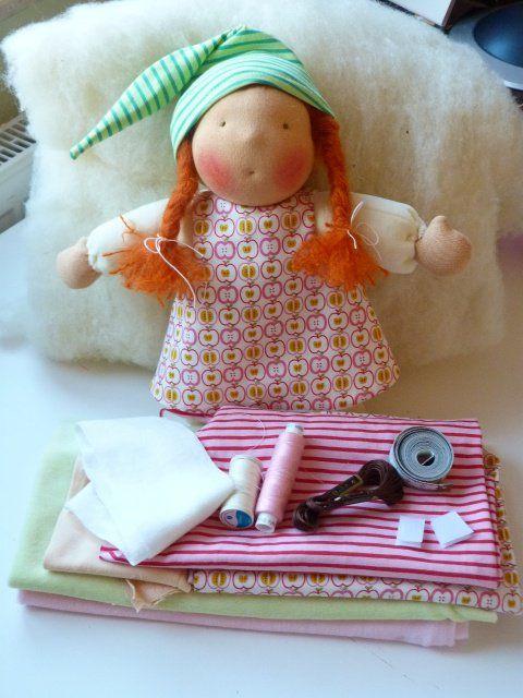 Das besondere Geschenk und das schönste das man einem Kind mitgeben kann – eine selbstgenähtes Herzenskind! Diese Anleitung ist ideal für alle, die eine erste Puppe nähen möchten – sei es ihre allererste Puppe oder die erste Puppe für das … mehr