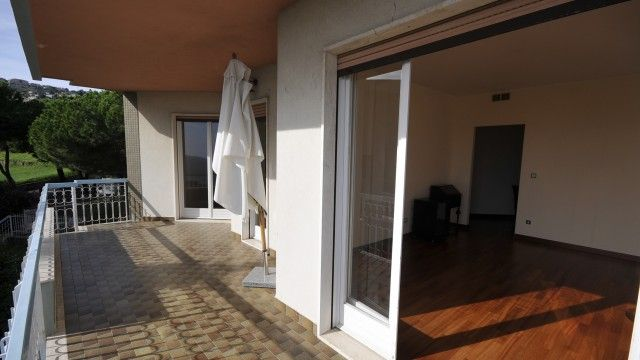 #rivierahomeholidays - #sanremo, 3 room ap, placed in a residential context, in the middle of green spaces, modern, stylish, completely renovated with style and quality. You can easily reach the center of Sanremo, its famous beaches and the bike path, from where you can walk in freedom and safety by the sea. Parking availability. Have a look! €390,000