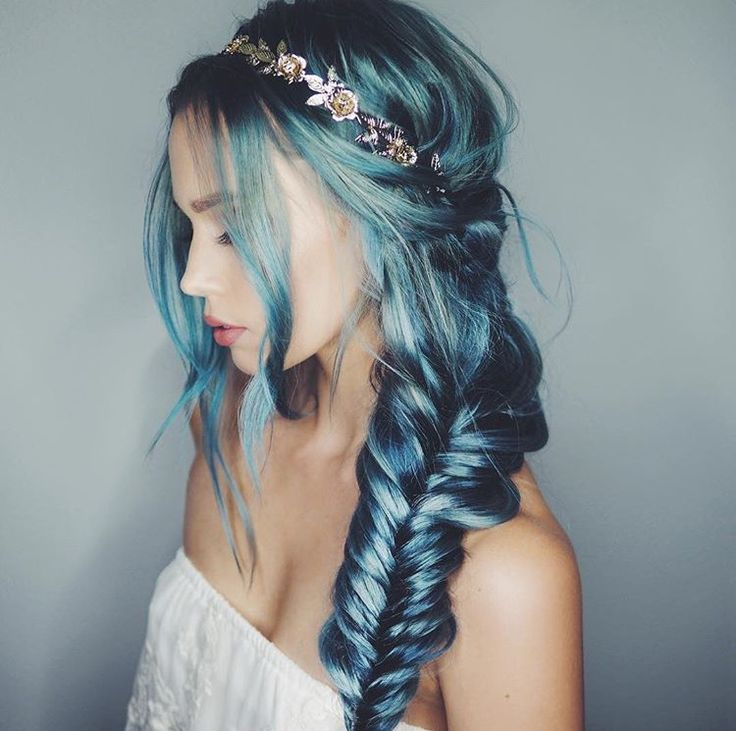 Here's to a magical weekend everyone   #bluehair #mermaidhair #hairenvy #hairinspo #weekendvibes #keepcoloursbright #modelrecommends #COLABLoves #ukbeautybloggers   #RG  Kirsten Zellers