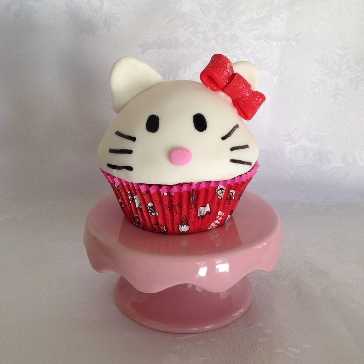 Jumbo Hello Kitty Cupcake !