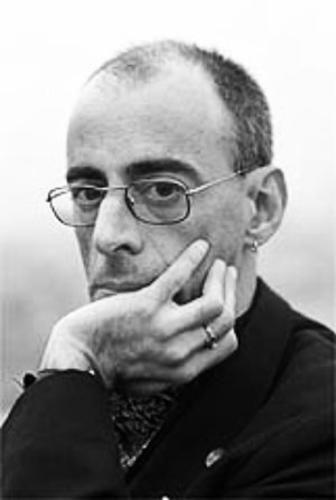 """De 25 de fevereiro a 3 de abril fica em cartaz no Sesc Pompeia o espetáculo """"Lixo e Purpurina"""" do escritor gaúcho Caio Fernando Abreu. Um espetáculo sobre descobertas, solidão e dor. Baseada em obra homônima e no texto anotações sobre o amor urbano, ambos do escritor de Caio F. (1948 – 1996), a peça...<br /><a class=""""more-link"""" href=""""https://catracalivre.com.br/sp/agenda/barato/espetaculo-de-caio-fernando-abreu-em-cartaz-no-sesc-pompeia/"""">Continue lendo »</a>"""