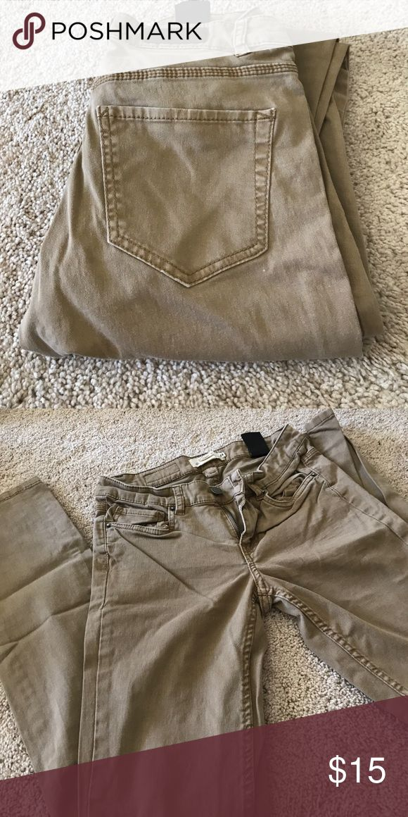 Brown kaki pants EUC, worn a couple of times. From H&M, size 6 but fits like a 4 H&M Pants Ankle & Cropped