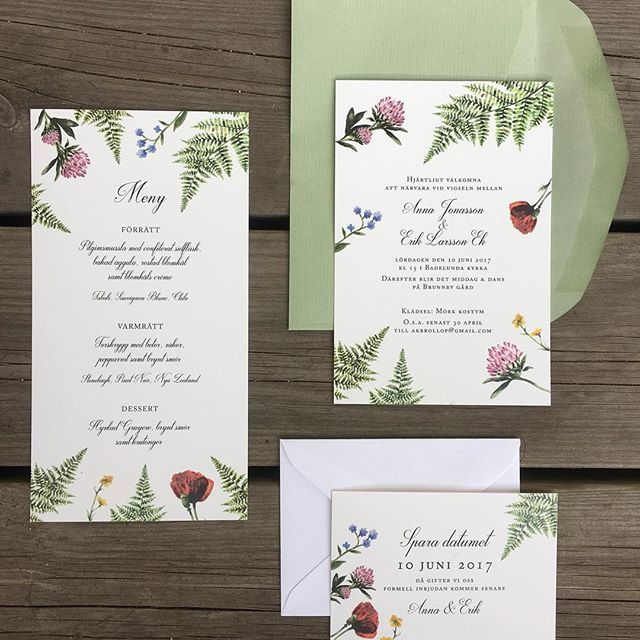 Ny design - Sommar. Inbjudningskort till ett sommarbröllop med ormbunke och ängsblommor. #sommarbröllop #ängsblommor #akvarell #watercolor #trycksakerbrölloo #midsommarbröllop #midsommarfest #bröllopsinbjudan