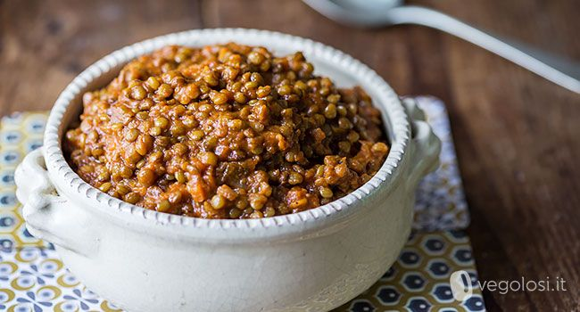 """Il ragù di lenticchie è un'alternativa tutta vegetale al classico ragù. Non sono presenti ingredienti """"strani"""" tipo seitan e soia, ma solo tanto gusto"""
