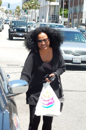 Diana Ross Home | Living legend Diana Ross was spotted exiting the AT&T store in Beverly ...