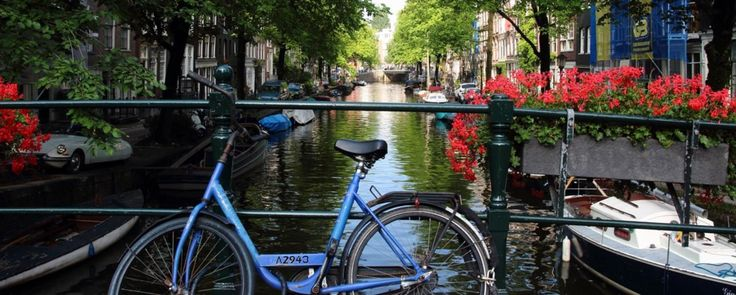 2. Amsterdam - canaux et bicyclette