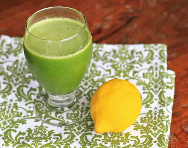 Natalia's Green Lemonade  large handful baby spinach (about 3 cups, unpacked) * 1 stalk kale (any type) * 1 apple, cut into chunks * 3 Tablespoons lemon juice * 1/2-inch piece ginger, grated or chopped * 1-1/2 cups ice * up to 3 cups water, divided * stevia, as needed
