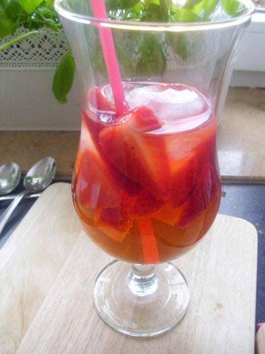 Die Erdbeerbowle mit dem sagenhaften Aroma, ein sehr leckeres Rezept aus der Kategorie Bowle. Bewertungen: 67. Durchschnitt: Ø 4,6.