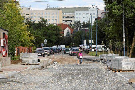z16156861AA,Budowa-ulicy-laczacej-ul--Jaracza-z-ul--Siemaszki.jpg (460×307)