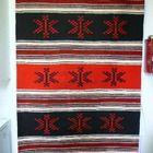Kaunis isokokoinen puna/musta/valk. villaraanu /Karjalaraanu