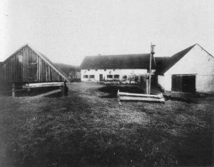 In Germany, 1922, the murders of six people at the Hinterkaifeck farmstead shocked the nation. This wasn't just because of the gruesome nature of the case, but also because the case was so incredibly weird, and it remains unsolved to this day.  Here is a photo of how the farm appeared back then (it has since been demol