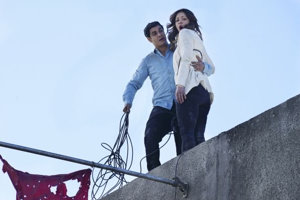 Elyes Gabel as Walter O'Brien and Katharine McPhee as Paige Dineen - Chernobyl Intentions 2x23