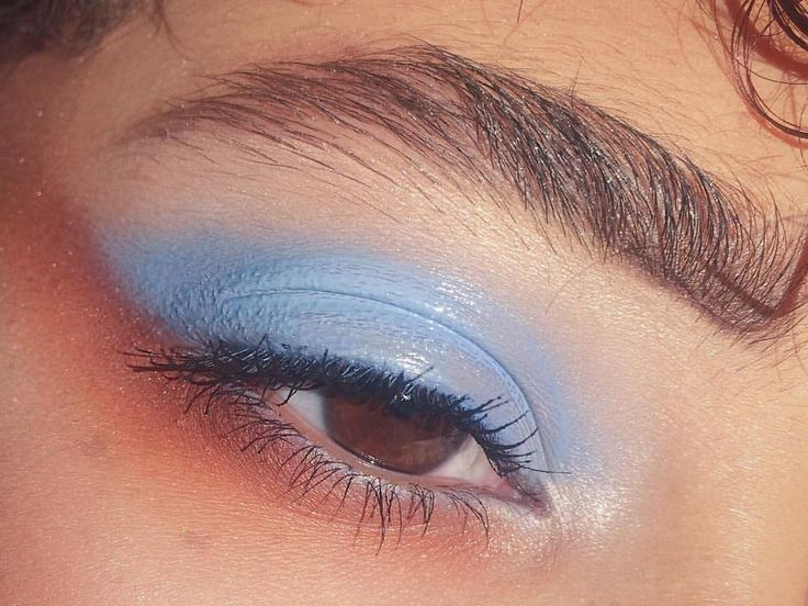 "89 Likes, 8 Comments - mari jones (@shxmariah) on Instagram: ""i was listening the gorillaz 'plastic beach' record when i did this  glossy lids are such a looook…"""