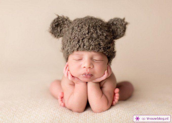Schattige slapende baby 13