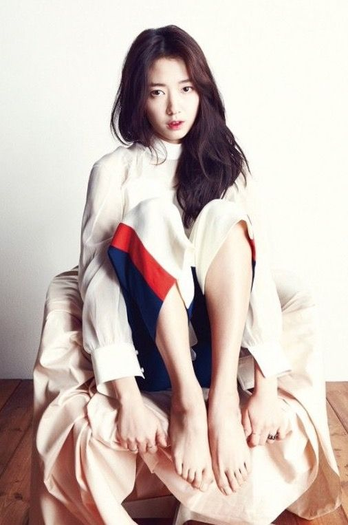 Park Shin Hye 박신혜 in Marie Claire.