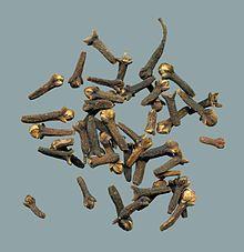 O cravinho (da Índia), ou cravo-da-índia (Syzygium aromaticum) é uma árvore nativa das ilhas Molucas, na Indonésia.     O botão de sua f...