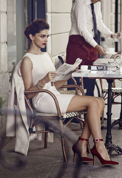 Sex and the City: Street style: Stylish yet simple and elegant, white sheath…