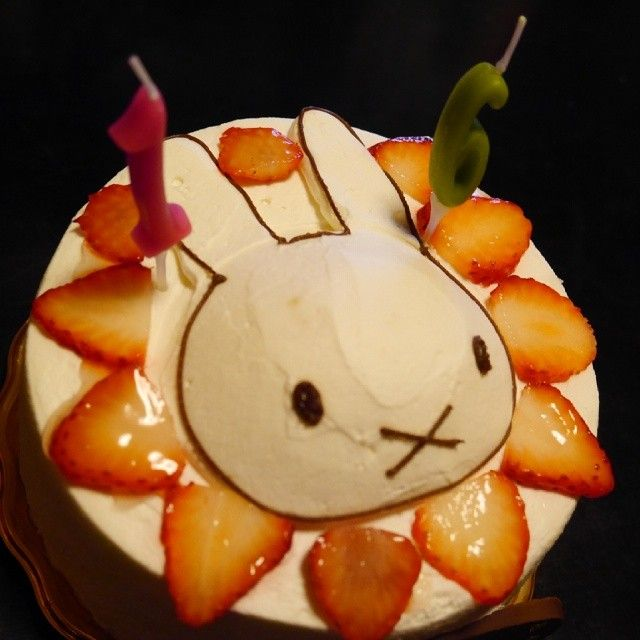 This Miffy cake looks delicious!