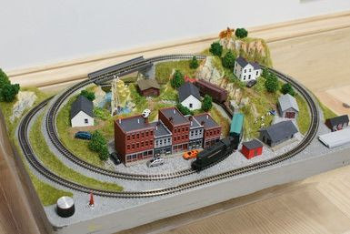 Z Scale Model Trains: This small Z scale layout is a very portable platform.