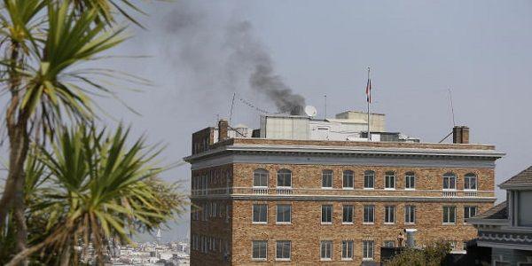 Καίνε τα αρχεία τους στο ρωσικό προξενείο του Σαν Φρανσίσκο | Βίντεο