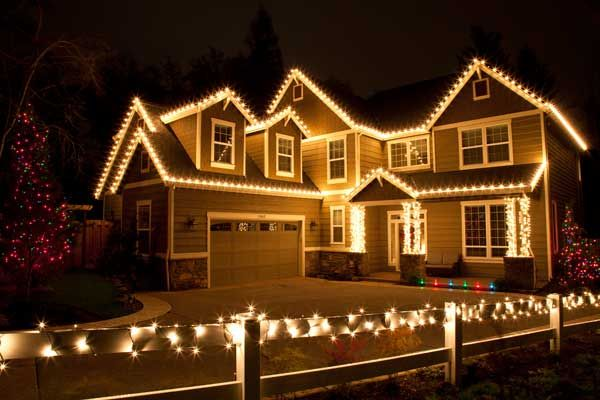 House decorated with clear lights - get the numbers on how much electricity costs for Christmas lights will be
