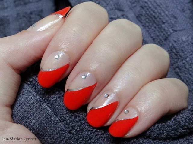 Ida-Marian kynnet / Red french manicure with silver lining / #Nails #Nailart