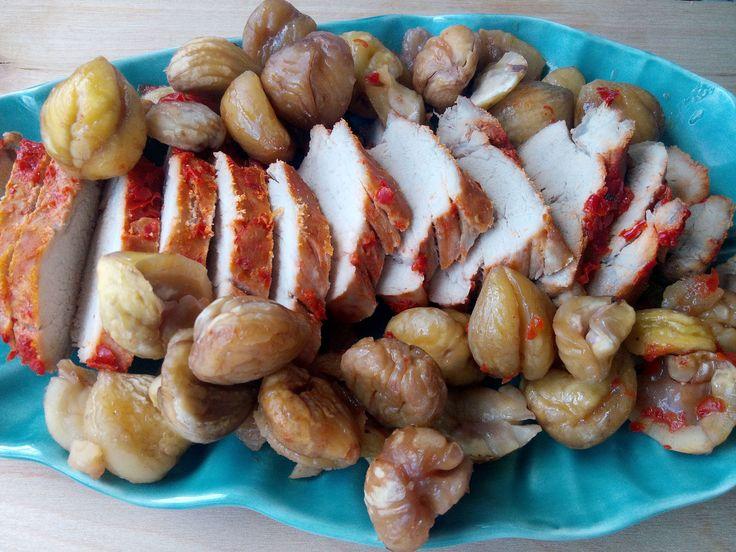 Começamos a semana com uma optima sugestão para um almoço de domingo, um lombo de porco assado com castanhas. Embora o S. Martinho já tenha passado, continua a venda de castanhas pelos supermercado…