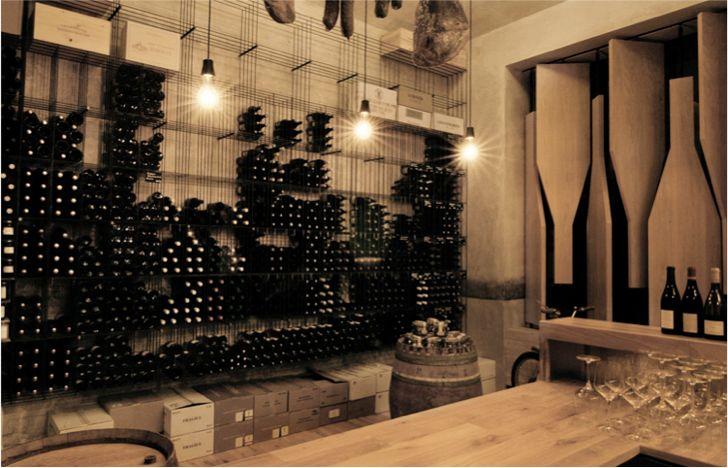 Coup de cœur pour le RED Pif, restaurant et bar à vin unique à Prague où tous les détails de l'intérieur sont consacrés à la boisson divine !